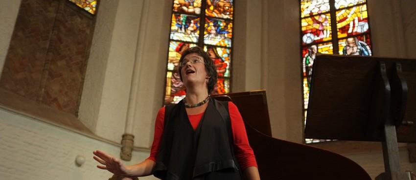 Anjo van Hemert - zangeres in kerk