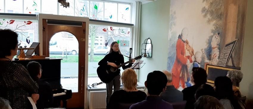 Huiskamer concert - Zangeres Anjo van Hemert